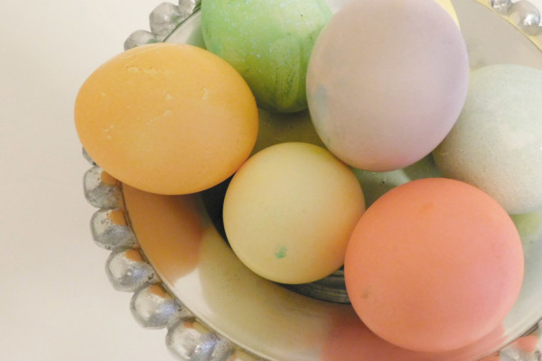 Dyeing your Easter Eggs Using Food Coloring